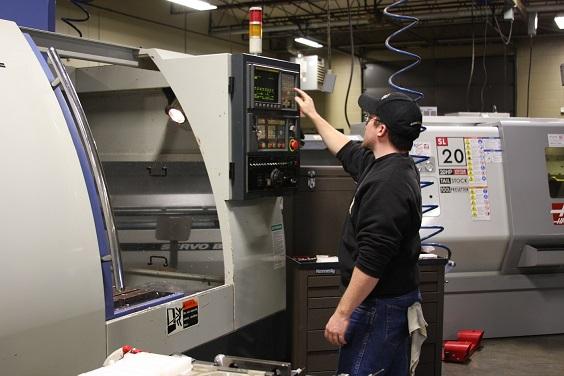 Máy tiện CNC là gì? Cách sử dụng máy tiện CNC