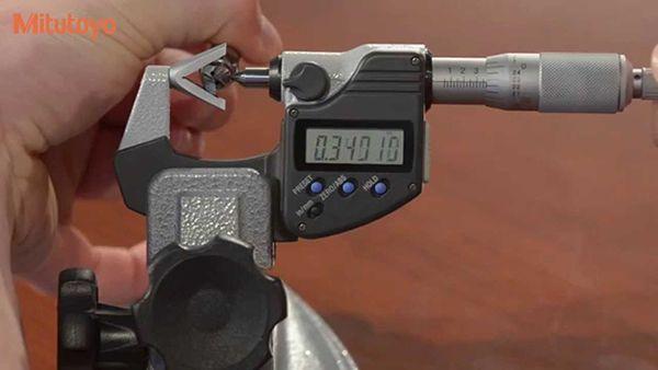 Tìm hiểu về panme đầu đo chữ V (V-Anvil Micrometer)